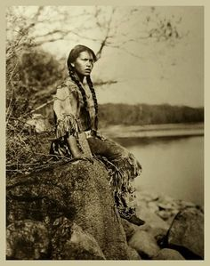 This girls name is Ponemah, photographed by Roland Reed. Sadly no date or other information.