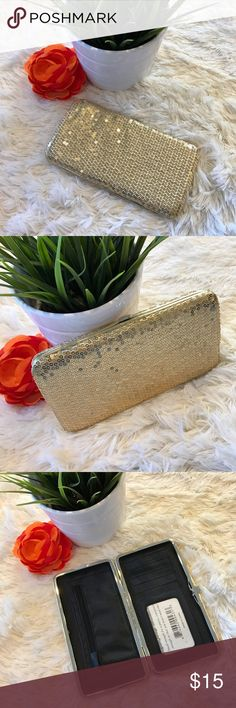 """Gold Sequin Wallet/Clutch Item: Sequin Wallet/Clutch Color: Gold  ❌ NO TRADES!  ✅ Ask me for a bundle to save money!  ✅ Item listed on ♏️ for a lower price.   Don't """"like"""" it, own it! ☺️  ⬇️✨⬇️✨⬇️✨⬇️✨⬇️✨⬇️✨⬇️✨⬇️ Listing prices are based on what I paid for each item. Lowball offers will be ignored and deleted. Users with unnecessary comments will be blocked!  ⬆️✨⬆️✨⬆️✨⬆️✨⬆️✨⬆️✨⬆️✨⬆️  Closet Tags: VS, Victoria's Secret, Sport, PINK, Nike, Follow Me, Follow Game Bags Wallets"""
