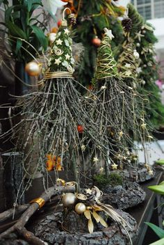 Simple and simple Christmas decorations outdoors; Home decor; - Simple and simple Christmas decorations outdoors; Home decor; Natural Christmas, Rustic Christmas, Simple Christmas, Winter Christmas, Christmas Home, Handmade Christmas, Christmas Wreaths, Christmas Ornaments, Centerpiece Christmas