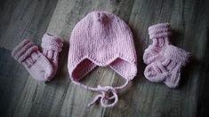 Tänään vietettiin kahden ihanan lapsukaisen ristiäisiä. Neuloin lahjaksi myssyt, lapaset ja sukat. Ja askartelin kortitkin. Myssyt tein Novitan ohjeen mukaan. Ohje täällä:Klik!(Nauhat neuloin 2:l… Winter Hats, Mini, Wordpress