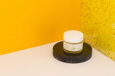 Hidratante facial para piel sensible.  Contiene aceite vegetal de rosa mosqueta, caléndula, a.E de Lavanda y Rosas, descongestivos naturales.  Presentación: 50 grs  PH: Lisandro Galván  http://www.coroflot.com/lgalvanfernandez