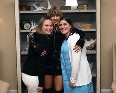 Taylor Swift's Fans Hold Her Grammys in Rhode Island Secret Session Photos!: Photo Taylor Swift hosted fans at her home in Rhode Island on Wednesday (October and the photos that have emerged from the latest secret session are too cute! 15 Taylor Swift, Tegan And Sara, Cory Booker, Latest Instagram, Lily Aldridge, Katy Perry, Rhode Island, Rihanna, Leather Jacket