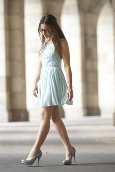 Olympia's search for the perfect outfit : Glitter and Aquamarine