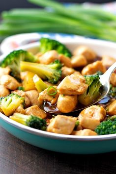 This healthy dinner comes together in about 20 minutes with just a few simple ingredients! My Island Teriyaki Chicken Skillet is a clean eating meal that's less than 300 calories — and the whole family loves it! Healthy Work Snacks, Healthy Dinner Recipes, Healthy Eating, Healthy Smoothies, Delicious Recipes, Healthy Food, 21 Day Fix, Healthy Teriyaki Chicken, Raw Chicken