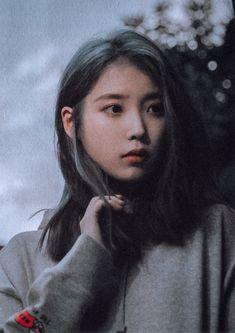 Korean Girl Photo, Cute Korean Girl, Korean Actresses, Korean Actors, Iu Hair, Aquarium Pictures, Goblin Art, Emo Anime Girl, Shot Hair Styles