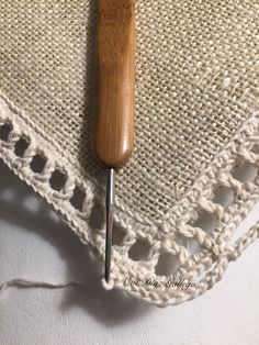 Crochet Decoration, Decoration Table, Diy Arts And Crafts, Diy Crafts, Burlap Table Runners, Burlap Crafts, Knit Pillow, Rattan Basket, Cozy Blankets
