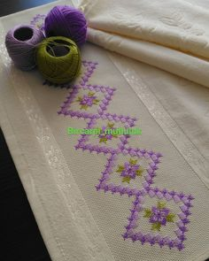 1 million+ Stunning Free Images to Use Anywhere Hardanger Embroidery, Embroidery Stitches, Embroidery Designs, Cross Stitch Flowers, Cross Stitch Patterns, Crochet Patterns, Bargello Needlepoint, Hand Embroidery Flowers, Beading Projects