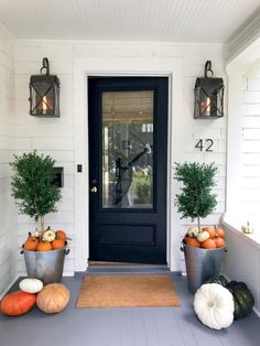 If you are looking for Modern Farmhouse Front Door Entrance Design Ideas, You come to the right place. Below are the Modern Farmhouse F. Halloween Veranda, Halloween Porch, Scary Halloween, Entry Way Design, Entrance Design, Fall Planters, Outdoor Planters, Galvanized Planters, Boxwood Planters