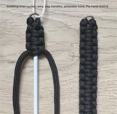 Knotting on curtain wire perfect for bag handles ect pia heilä 9 2016 pursehandles Handbags On Sale, Luxury Handbags, Diy Purse Handles, Crochet Handles, Macrame Bag, Knitted Bags, Curtain Wire, Evening Bags, Purses And Bags