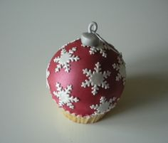 Bauble cupcake