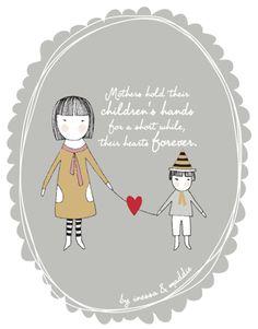 Les mères tiennent la main de leurs enfants pendant quelques temps, mais leurs coeur pour toujours.