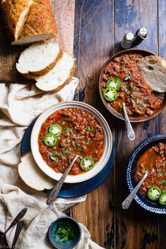 Instant Pot Keto Low Carb Chili Recipe - This paleo chili recipe is a meat lovers dream! It's the easiest healthy weeknight dinner that the whole family will love and it freezes great for leftovers or meal prep! Low Carb Chili Recipe, Paleo Chili, Chili Recipes, Soup Recipes, Cooker Recipes, Healthy Recipes, Keto Recipes, Healthy Snacks, Keto Foods