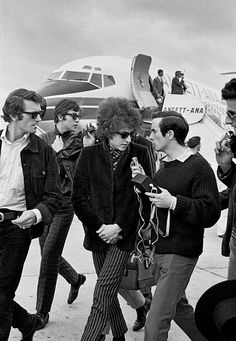 "gregorygalloway: "" le-narrateur: "" Bob Dylan arriving in Melbourne. 1966, by John Gollings "" While his arrival in Sydney a week earlier had made the front page of The Sydney Morning Herald, in Melbourne he was put on page 2 of The Age. His interviews..."