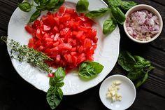 Tomaten, Schalotten & Knoblauch gewürfelt  Anweisungen zu Selberzüchten von Knoblauch gibts hier : http://www.tomatetomate.eu/knoblauch-selbst-anbauen/