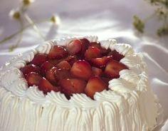 Strawberry Cream Cake, Uudenmaan Herkku, Finnish Bakery, March 2016