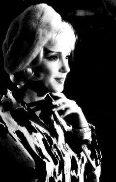Marilyn Monroe Photoblog : My daily personal selection of rare photos of Marilyn Monroe.