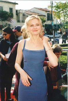 """Kirsten at the """"Anastasia"""" Premier - Kirsten Dunst Photo - Fanpop 2000s Fashion, Fashion Outfits, 90s Inspired Outfits, Julia Stiles, Celebs, Celebrities, Aesthetic Clothes, Pretty Dresses, Beautiful People"""