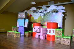 Фотозону MINECRAFT  Для детского праздника  Бочки из под бензина, остальное сделано из картонных коробок с печатью на самоклеящийся пленке!