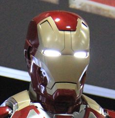 iron man helm comic iron man 3 iron man und r stung. Black Bedroom Furniture Sets. Home Design Ideas