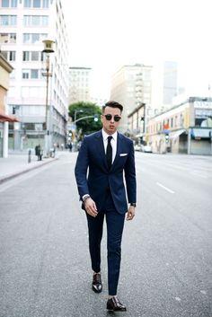 Navy suit + black tie + white pocket square + double monk strap shoes men&a Dark Blue Suit, Blue Suit Men, Blue Suit Black Shoes, Navy Suits, Navy Blue Casual Suit, Navy Suit Style, Black Tie Suit, Mens Fashion Suits, Mens Suits