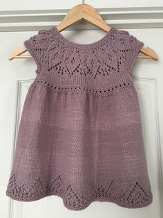 Ravelry: Anya Dress pattern by Suzie Sparkles for baby to 6 year old girl. - Ravelry: Anya Dress pattern by Suzie Sparkles for baby to 6 year old girl. Girls Knitted Dress, Crochet Summer Dresses, Knit Baby Dress, Knitted Baby Clothes, Jumper Dress, Knit For Baby, Dress Ootd, Crochet Clothes, Crochet Baby