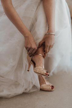 Fotograf: Sophie Häusler Photography | Video: Santiago Boceta Wedding Films | Planung: Die HochzeitskoryFee |  Location: Himmelblau Rust | Make Up & Haare: Anjhe Gavilanes Maquilladora | Outfit Braut: Heyday | Schmuck: Rosa Marlene |  Papeterie: HERZDRUCK | Floristik: Blumenzimmer | Torte: Kuchenboutique e.U. | Seidenbänder: Waldfarn Ballet Shoes, Dance Shoes, Himmelblau, Boutique, Stuart Weitzman, Rust, Films, Sandals, Outfit