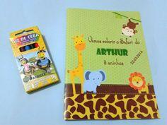 Kit colorir tema safari. Contém 12 ilustrações para colorir e 6 mini giz de cera. Acompanha lapela para a sacola da embalagem do kit e adesivo para a caixinha do giz de cera.  Personalizamos em qualquer tema! R$ 5,50