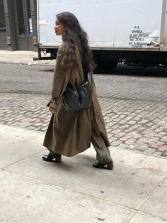 a life simply lived, though ever so slightly, elegantly unkempt. Street Style, Street Look, Fall Winter Outfits, Autumn Winter Fashion, Looks Style, Style Me, Madame, Minimal Fashion, Fashion 2020