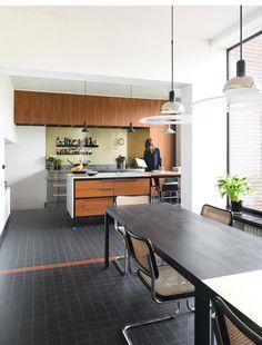 The home of Werner & Birgit of Oona PR Agency in Antwerp. Designed by modernist architect Nachman Kaplansky. Interior Exterior, Kitchen Interior, Interior Architecture, Interior Design, Kitchen Dining, Kitchen Decor, Kitchen Ideas, Bauhaus Interior, Kitchen Stories