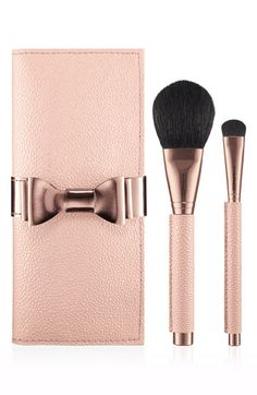 PRETTIEST BRUSHES EVER! TOTALLY WANT THIS! M·A·C 'Making Pretty' Brush Set