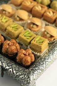 Skills Needed To Become A Patisserie Chef Turkish Sweets, Arabic Sweets, Arabic Food, Eid Cookies Recipe, Cookie Recipes, Patisserie Fine, Tunisian Food, Tunisian Recipe, Desserts With Biscuits