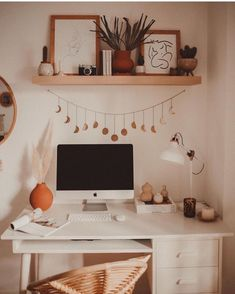 home decor cozy Veronica Noora su Insta - Cute Bedroom Ideas, Cute Room Decor, Room Ideas Bedroom, Bedroom Decor, Bedroom Inspo, Desk In Bedroom, Zebra Room Decor, Study Room Decor, Aesthetic Room Decor