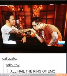 Brendon has learned his place and accepts that Pete is just much more emo than him Fall Out Boy, Emo Bands, Music Bands, Falling In Reverse, Pete Wentz, Brendon Urie, Band Memes, Panic! At The Disco, One Pilots
