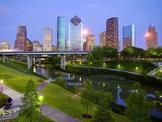 Houston skyline with Buffalo Bayou - Linda/Adm