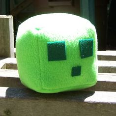 2014 Halloween Minecraft Green Slime Plush by Throw Pillow - Closet Monsters Toys Minecraft Stampy, Minecraft Pillow, Minecraft Room, Minecraft Party, Minecraft Memes, Minecraft Stuff, Sewing Projects, Projects To Try, Felt Pillow