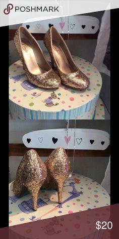 New Candies gold glitter pumps sz 7 1/2 Brand new never worn. Candie's Shoes Heels