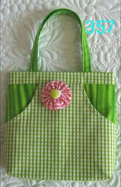 Geta's Quilting Studio: Sweet Little Purses Wonderful site for little purses for little girls (and big girls too!) Geta's Quilting Studio: Sweet Little Purses Wonderful site for little purses for little girls (and big girls too! Quilt Studio, Fabric Crafts, Sewing Crafts, Sewing Projects, Diy Crafts, Bag Patterns To Sew, Sewing Patterns, Quilting Patterns, Sac Week End