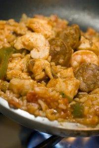 イージーシュリンプジャンバラヤレシピ|この使いジャンバラヤは偉大な一皿の食事です。温かいフランスパンのためのシンプルなさわやかなグリーンサラダを添える...