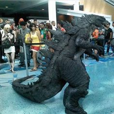Cosplay Anime Costume Godzilla 2014 cosplay is insane! Anime Cosplay, Epic Cosplay, Comic Con Cosplay, Amazing Cosplay, Megalodon, Cool Costumes, Cosplay Costumes, Amazing Costumes, Costume Ideas
