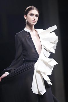 Origami Fashion - like folded paper... 3D sculptural structure; folded fashion design details // Stéphane Rolland Haute Couture