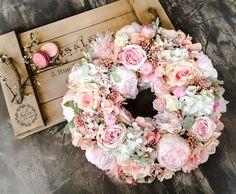 Spring Door Wreaths, Easter Wreaths, Summer Wreath, Holiday Wreaths, Wreath Crafts, Diy Wreath, Flower Box Gift, Mothers Day Wreath, Balloon Flowers