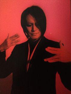 Sakurai Atsushi doing the Vulcan salute (Buck-Tick)