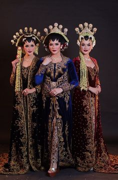 Kumpulan informasi aneka pakaian adat yang ada di seluruh indonesia Javanese Wedding, Indonesian Wedding, Kebaya Wedding, Bridal Wedding Dresses, Kebaya Modern Dress, Bali Girls, Model Kebaya, Traditional Dresses, The Ordinary
