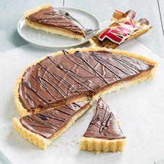 Twix taart - Leuke recepten Bbq Desserts, No Bake Desserts, Baking Recipes, Cake Recipes, Dessert Recipes, Salad Recipes, Dutch Recipes, Food Cakes, Cupcake Cakes