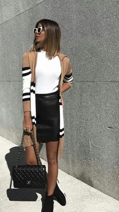 what+to+wear+with+a+cardigan+:+white+top+++sneakers+++leather+skirt+++bag - Trend Women Fashions Work Fashion, Fashion Outfits, Womens Fashion, Fashion Trends, Fall Outfits For Work, Spring Outfits, Outfit Summer, Mode Cool, Moda Boho