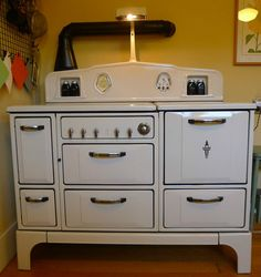 Vintage 1930's Wedgewood Gas Stove Refurbished  Antique McKay Blk Arches Shakers this is the most amazing stove I have ever seen. I would buy it if it was in ohio