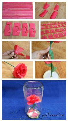 La película Beauty and the Beast está de regreso después de 25 años, en su honor hicimos esta rosa de papel muy fácil de hacer y la colocamos dentro de un frasco de vidrio reciclado. Es una manualidad sencilla para hacer con los niños basada en la premiada película de La Bella y la Bestia.
