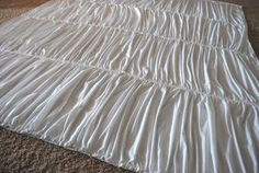 Pottery Barn Hadley Ruched Duvet Knock Off Tutorial Shabby Chic Duvet, Duvet Covers Urban Outfitters, White Sheets, Diy Bed, My New Room, Bed Spreads, Luxury Bedding, Pottery Barn, Diy Design