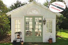 Gamle vinduer gav ny charme i Rikkes orangeri eller havehus.