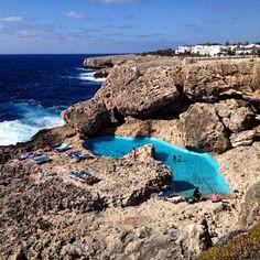 Piscina en una roca delante de Apartamentos Las Rocas, Cala d' Egos ( Mallorca)